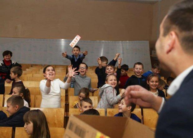 Школи – без політики! Та політиків