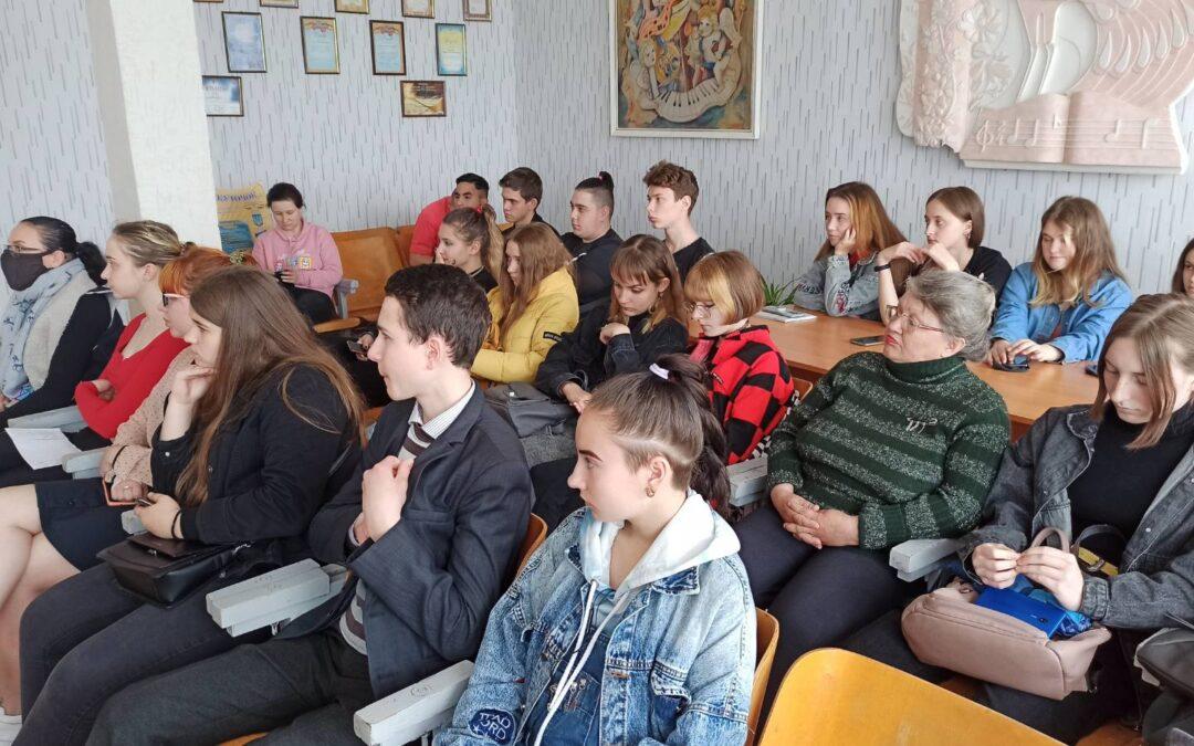 Кіно про права дитини дивилися студенти Лозівщини